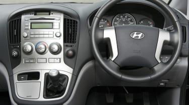 Hyundai i800 interior