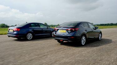 Mazda 3 Fastback vs VW JEtta