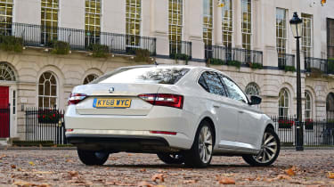 Skoda Superb 1.5 TSI - rear static