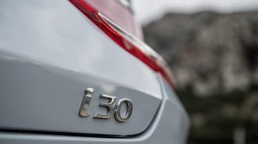 Hyundai i30 Fastback - i30 badge