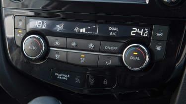 Used Nissan Qashqai Mk2 - centre console