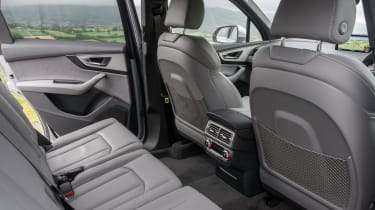 Audi Q7 - middle row seats
