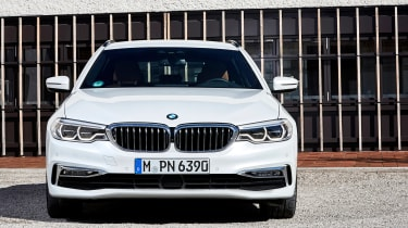 BMW 5 Series Touring - full front static