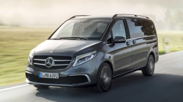 Mercedes V-Class facelift - front tracking