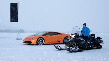 Lamborghini Huracan vs snowmobile