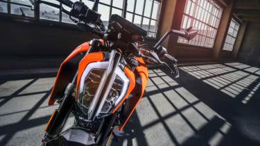 KTM Duke 125 review - headlight