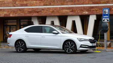 Skoda Superb iV - charging
