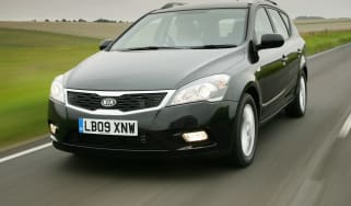 Kia Cee'd SW estate front tracking