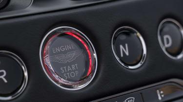 Aston Martin DBS Superleggera Volante - start/stop