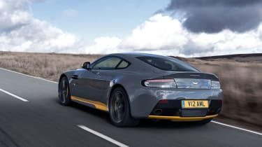 Aston Martin V12 Vantage S 2016 - rear tracking