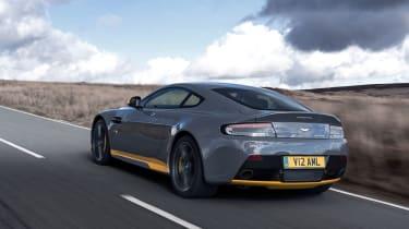 Aston Martin V12 Vantage S 2016 - rear tracking