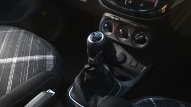 Vauxhall Corsa Red Edition - gearlever