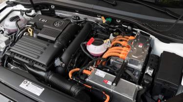 Volkswagen Passat GTE Estate - engine