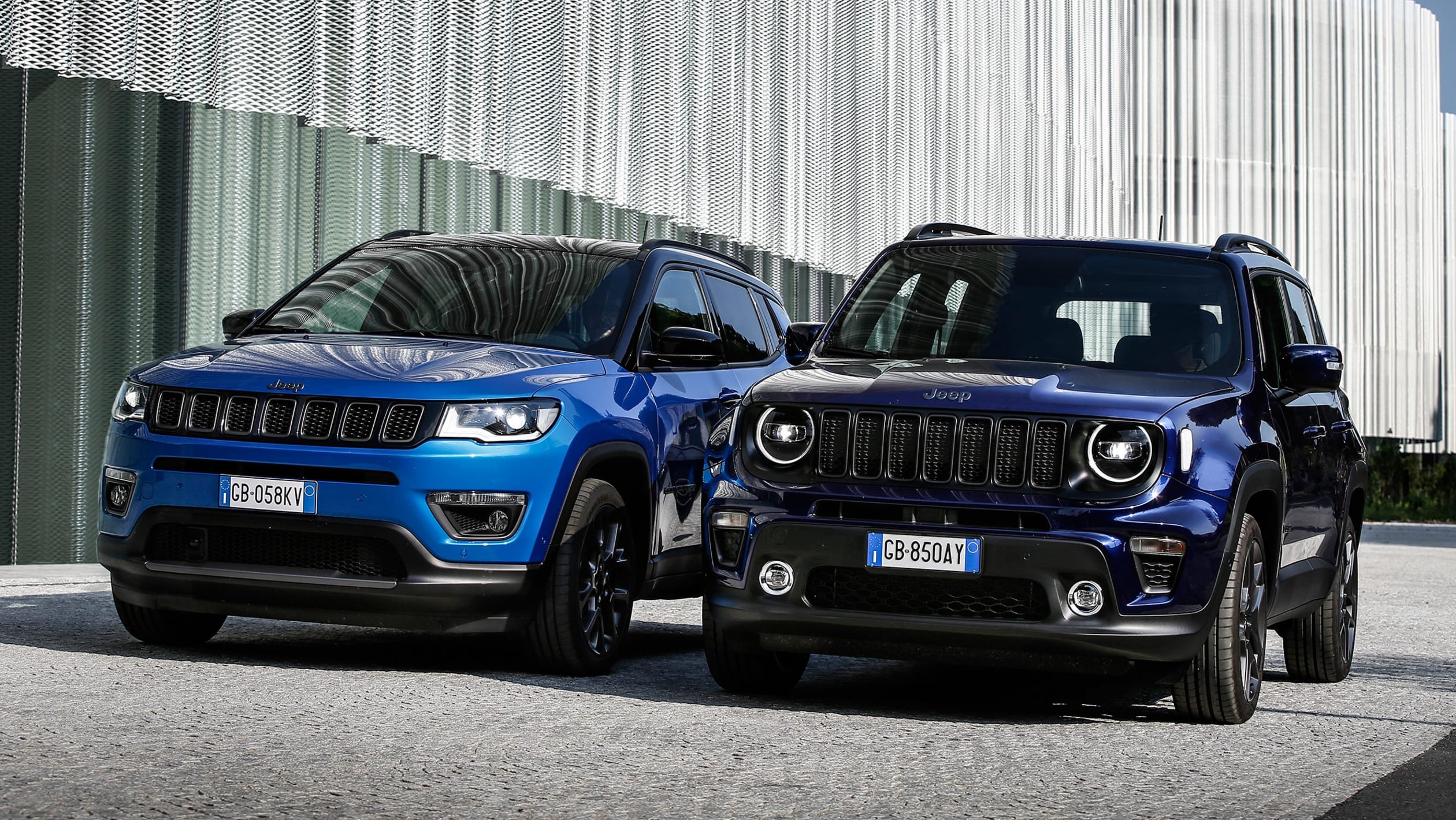 2014 - [Jeep] Renegade - Page 15 Jeep%20Renegade%204xe%20and%20Jeep%20Compass%204xe%202020