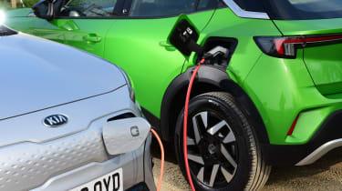 Vauxhall Mokka-e vs Kia e-Niro - chasrging