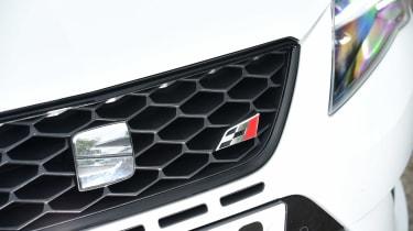 SEAT Leon Cupra 290 - front light detail