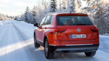 Volkswagen Tiguan snow drive review - rear tracking