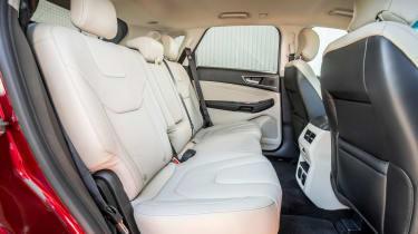 Ford Edge Titanium 2016 - rear seats