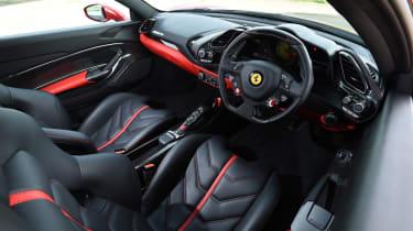 Ferrari 488 GTB 2016 - interior