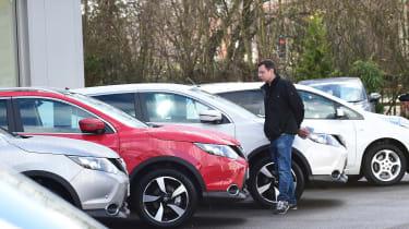 How to negotiate the price of a new car - Hugo Qashqai