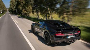 Bugatti Chiron - rear tracking