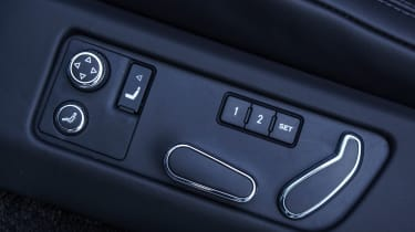 Bentley Flying Spur V8 S - seat controls