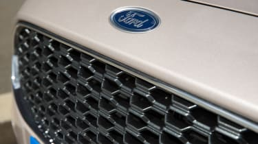 Ford Mondeo Vignale - grille
