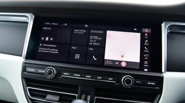 Porsche Macan - screen