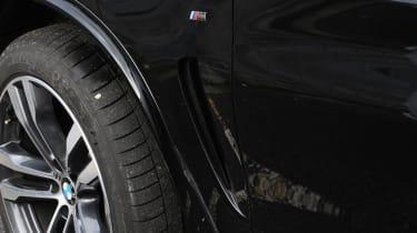 BMW X5 M50d wheel & wing