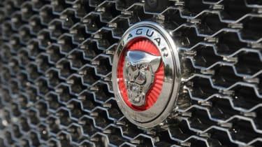 Jaguar XF 25d - grille