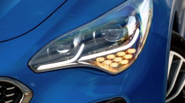 Kia Stinger - front light detail