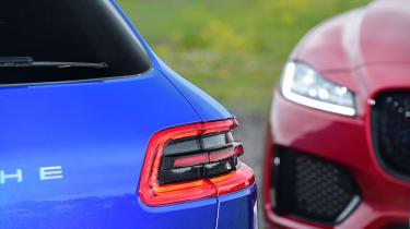 Jaguar F-Pace vs Porsche Macan - lights