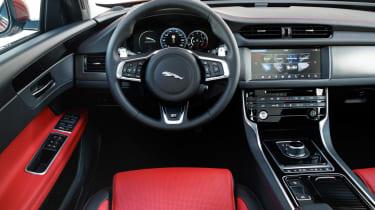 Jaguar XF Sportbrake 2.0 petrol R Sport dash