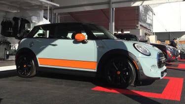 MINI Cooper S Hardtop Ice Blue - side