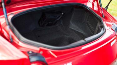 Mazda MX-5 1.5 - boot