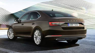 Skoda Superb facelift - rear