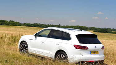 Volkswagen Touareg - rear off-road