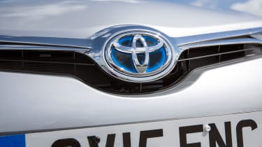 Toyota Auris Hybrid 2016 - badge