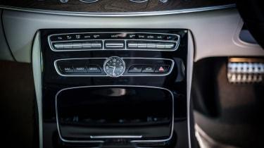 Mercedes E-Class All-Terrain - centre console