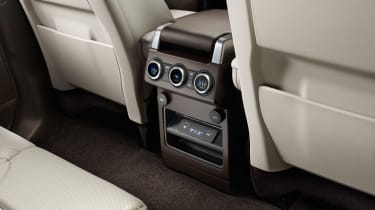 Land Rover Discovery 2017 - official rear vents