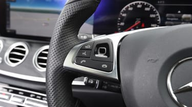 Mercedes E-Class Estate 2017 - E 220d 4MATIC steering wheel