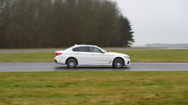 BMW 5 Series 520d xDrive 2017 - side tracking