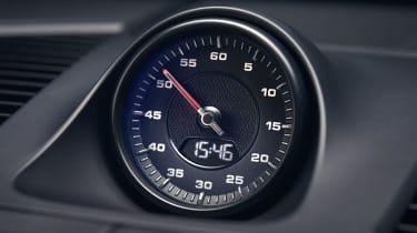 Porsche Cayenne - clock