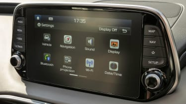 Hyundai Santa Fe - infotainment