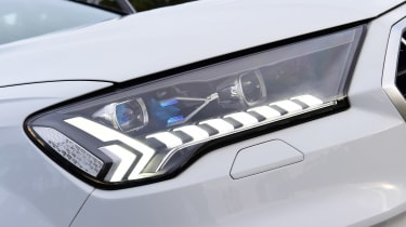 Audi Q7 - front lights