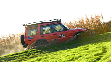 Land Rover Discovery Mk2 - side off-road