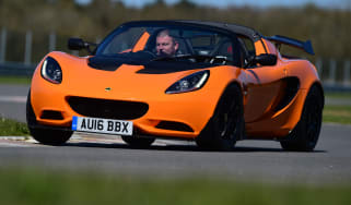 Lotus Elise Cup 250 - front cornering