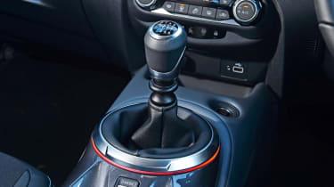 Nissan Juke gear lever