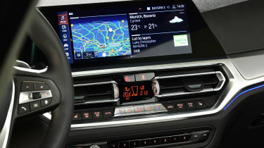 BMW 3 Series - studio infotainment