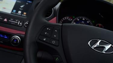 Hyundai i10 facelift 2017 - steering wheel